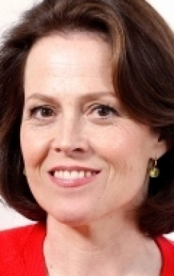 Sigourney Weaver - wallpapers.